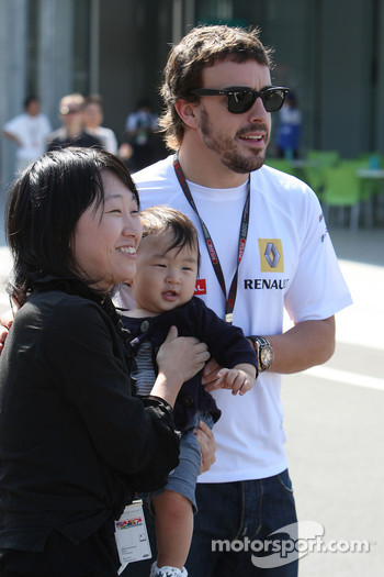Fernando Alonso, Renault F1 Team with fans