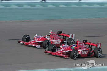 Dario Franchitti, Target Chip Ganassi leads Scott Dixon, Target Chip Ganassi