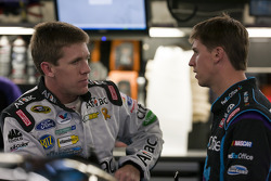 Carl Edwards, Roush Fenway Racing Ford and Denny Hamlin, Joe Gibbs Racing Toyota