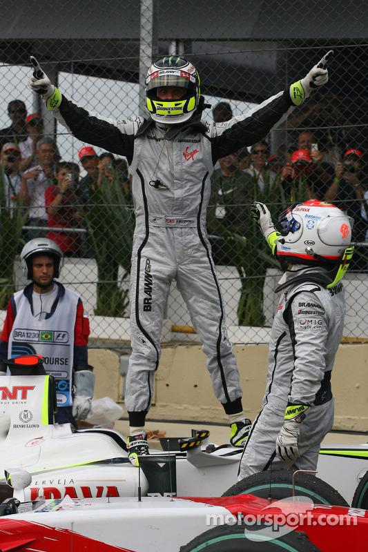 Jenson Button, BrawnGP wins the world championship with Rubens Barrichello, BrawnGP at Brazilian GP