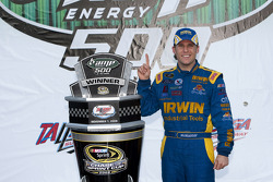 Victory lane: race winner Jamie McMurray, Roush Fenway Racing Ford