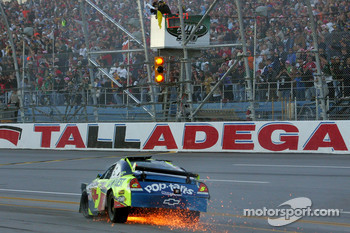 Mark Martin, Hendrick Motorsports Chevrolet with damage after his crash