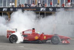F1 exhibition: Felipe Massa does a burnout