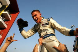 Race winner Edoardo Mortara, Signature celebrates