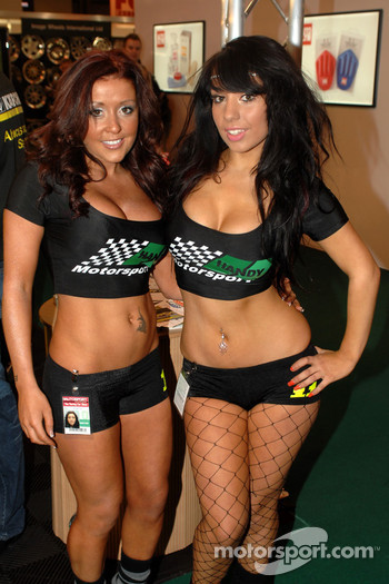Handy Motorsport Promo girls