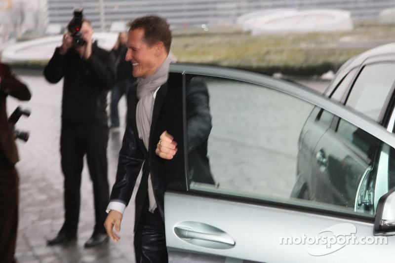 Michael Schumacher kommt in Stuttgart an