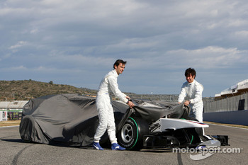 Pedro de la Rosa, BMW Sauber F1 Team and Kamui Kobayashi, BMW Sauber F1 Team unveil the new BMW Sauber C29