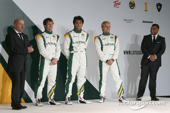 Mike Gascoyne, Lotus F1 Racing Chief Technical Officer, Jarno Trulli, Fairuz Fauzy, Heikki Kovalainen and Tony Fernandes, Malaysia Racing Team Principal