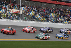 Pace laps: Dale Earnhardt Jr., Hendrick Motorsports Chevrolet and Juan Pablo Montoya, Earnhardt Ganassi Racing Chevrolet lead the field