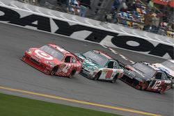 Juan Pablo Montoya, Earnhardt Ganassi Racing Chevrolet, Dale Earnhardt Jr., Hendrick Motorsports Chevrolet and Brad Keselowski, Penske Racing Dodge