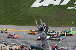 Start: Mark Martin, Hendrick Motorsports Chevrolet and Dale Earnhardt Jr., Hendrick Motorsports Chevrolet lead the field
