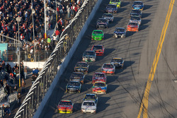 Jeff Gordon, Hendrick Motorsports Chevrolet and Kasey Kahne, Richard Petty Motorsports Ford battle for the lead