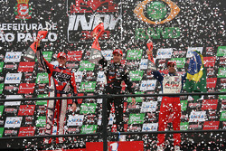Podium: race winner Will Power, Team Penske, second place Ryan Hunter-Reay, Andretti Autosport, third place Vitor Meira, A.J. Foyt Enterprises