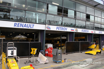 Race preparations, The garage of Renault