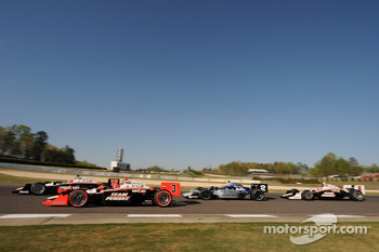 Will Power, Team Penske leads Helio Castroneves, Team Penske, Rapheal Matos, de Ferran Luzco Dragon Motorsports and Ryan Briscoe, Team Penske