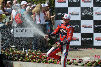 Ryan Hunter-Reay goes after the crowd with his champagne