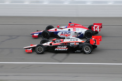 Vitor Meira, A.J. Foyt Enterprises runs with Helio Castroneves, Team Penske