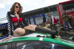 The charming #126 Ford Mondeo girls
