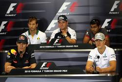 Mark Webber, Red Bull Racing, Jarno Trulli, Lotus F1 Team, Rubens Barrichello, Williams F1 Team, Karun Chandhok, Hispania Racing F1 Team, Michael Schumacher, Mercedes GP