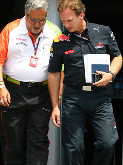 Vijay Mallya Force India F1 Team Owner and Christian Horner, Red Bull Racing, Sporting Director
