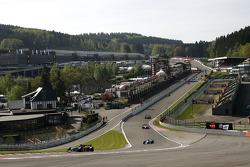 1st lap: #3 Klaas Zwart, Ascari Benetton B197 F1 and #2 Marijn van Kalmthout, Benetton B197 F1