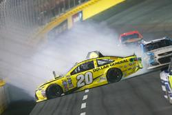 Crash: Matt Kenseth, Joe Gibbs Racing Toyota