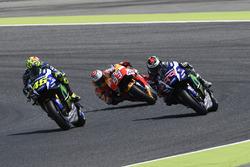Valentino Rossi, Yamaha Factory Racing overtaking Jorge Lorenzo, Yamaha Factory Racing