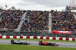 Daniel Ricciardo, Red Bull Racing RB12 leads Nico Rosberg, Mercedes AMG F1 W07 Hybrid