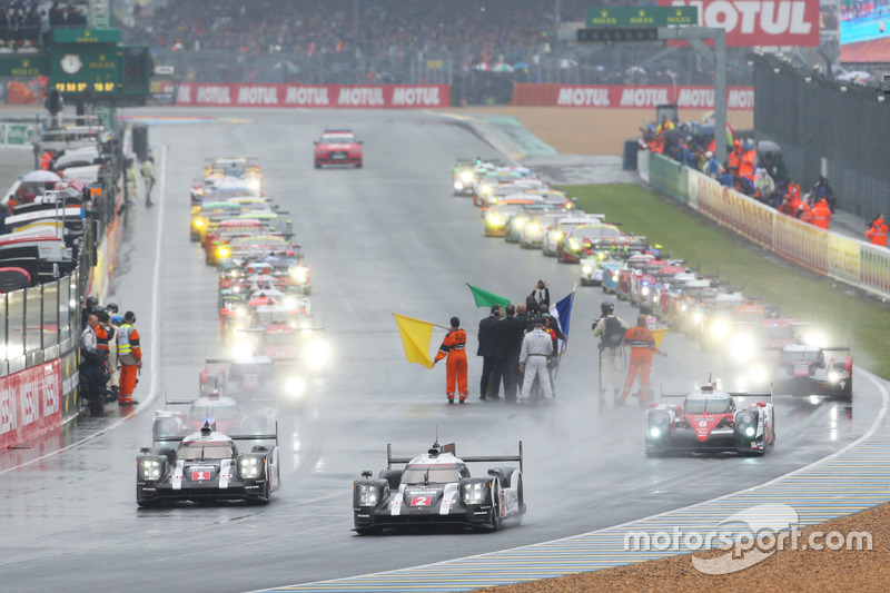 Start zu den 24h Le Mans hinter dem Safety-Car