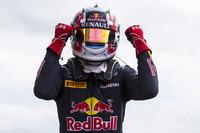 GP2 Fotos - Winner Pierre Gasly, Prema Racing in parc ferme