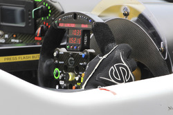 #42 Strakka Racing, Gibson 015S - Nissan: Nick Leventis, Jonny Kane, Lewis Williamson, steering wheel detail