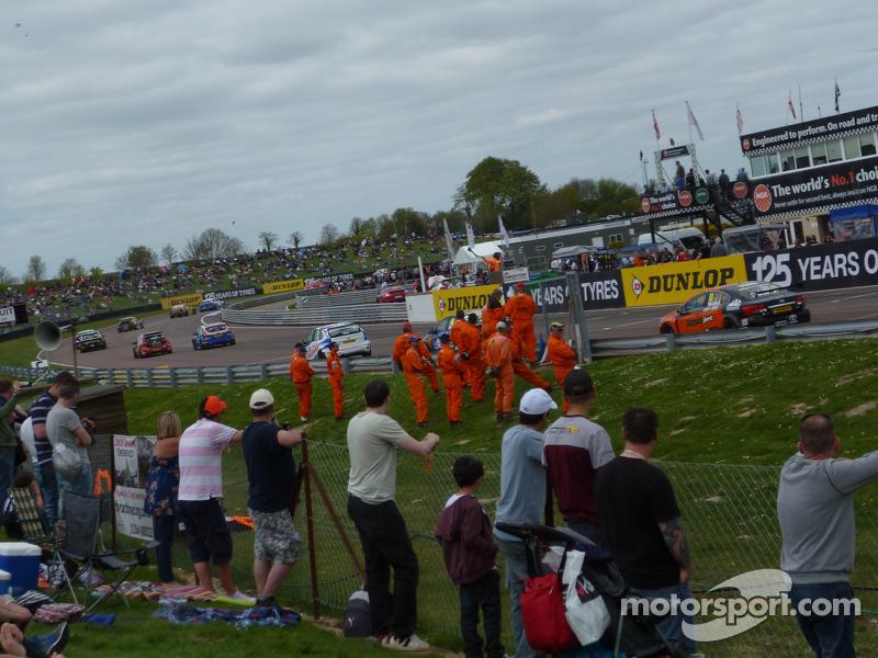 Race 2: Green flag lap
