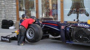 Red Bull F1 Show Car Run Khardung-La - Webisode 3