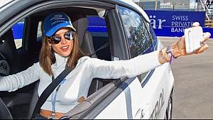 La modella Alessandra Ambrosio su BMW i3