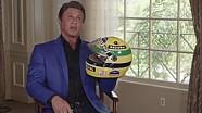 Sylvester Stallone com capacete de Ayrton Senna