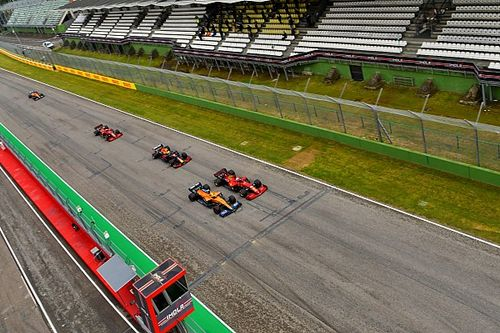 """Sainz: """"McLaren ve Ferrari'nin üstün olduğu farklı yerler var"""""""