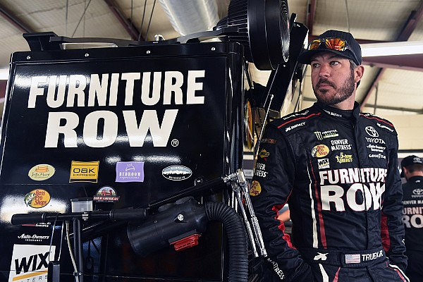 NASCAR Sprint Cup Martin Truex acepta que le regaló el triunfo a Kyle Larson
