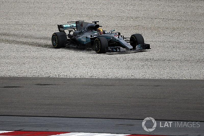 Mercedes: alapvető baj van a kocsival Sepangban
