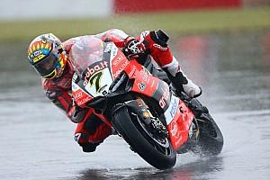 Superbike-WM Trainingsbericht WSBK Donington: Davies-Sturz überschattet Trainingsauftakt