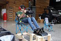 Supercar-rijder Kelly bouwt simulator met hout en campingstoel