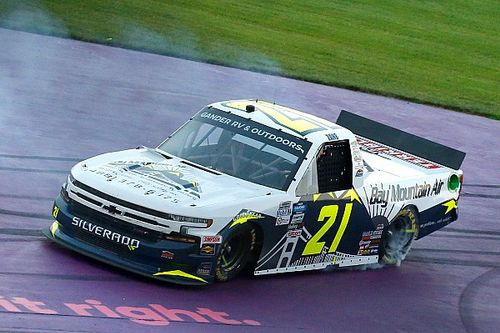 Zane Smith earns first Trucks win in wild OT finish at Michigan