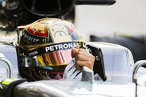 Формула 1 Комментарий Хэмилтон объяснил, что помешало ему опередить Боттаса