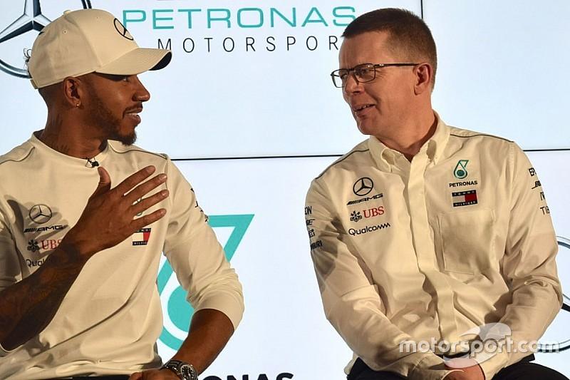 A Mercedes a Ferrari füstjéről, és még rengeteg mindenről, ami a motorról szól