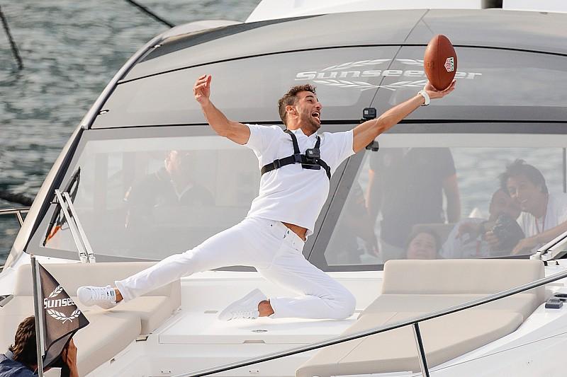 Ricciardo NFL-es vetődése Monacóban egy jachton