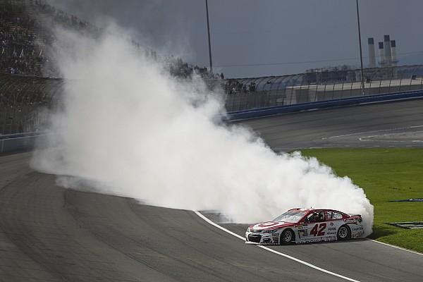 NASCAR Cup Rennbericht NASCAR in Fontana: Kyle Larson beendet sieglose Serie