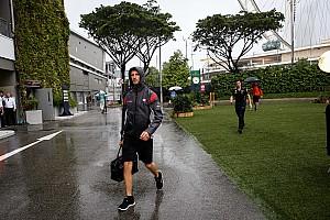فورمولا 1 أخبار عاجلة غروجان ليس متأكّدًا من إمكانيّة إقامة سباق سنغافورة في أجواء ماطرة