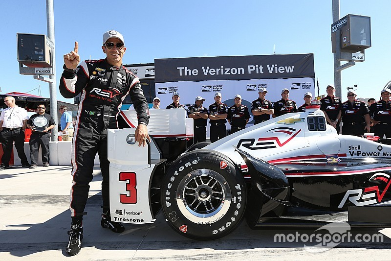"""Code brown"" lap earns Castroneves pole at Phoenix"