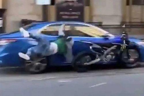 Videó: Forgalomban egykerekezni? Mi baj történhet?