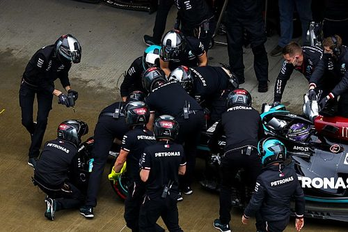 """Hamilton feels """"terrible"""" over two crashes in Sochi F1 qualifying"""