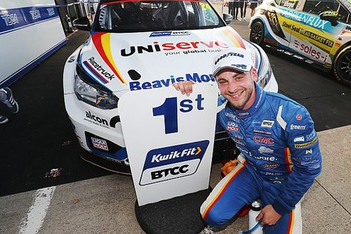 Silverstone BTCC: Hill passes Lloyd to win finale